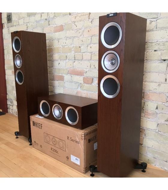 KEF R500 5.0 házimozi hangfalszett dió színben pár