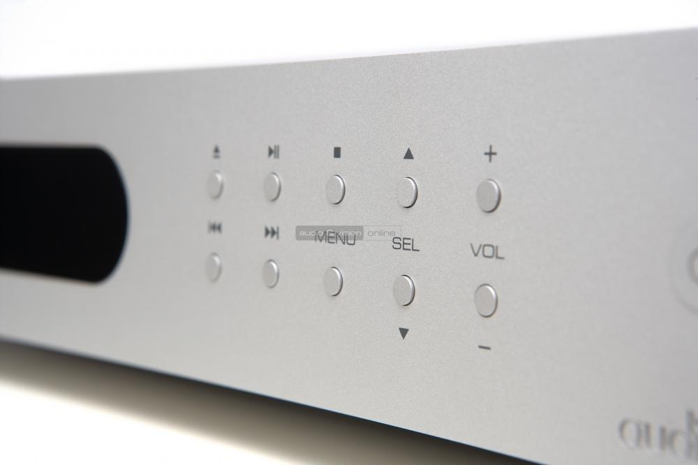 audiolab-8300a-integralt-sztereo-erosito-es-8300cd-cd-lejatszo-teszt-kezelo