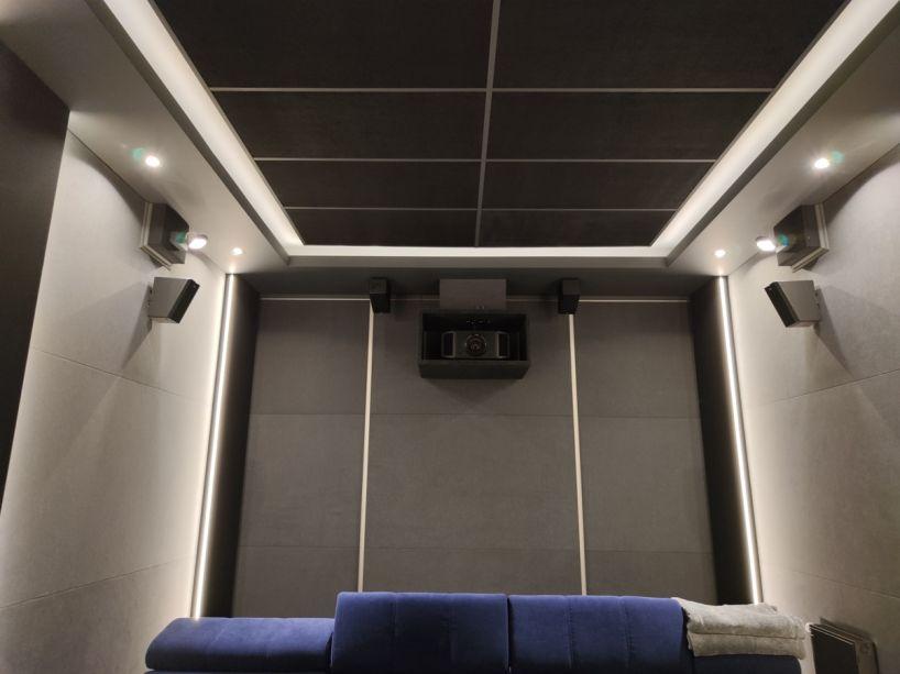 Körülölelő immerzív Dolby Atmos és DTS:X hangzás új magaslatokban! K  r  l  lel   immerz  v Dolby Atmos   s DTSX hangz  s   j magaslatokban hangfal